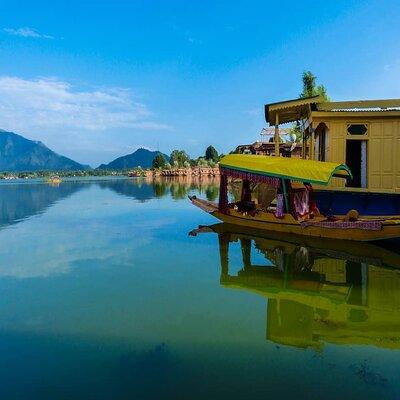 Kashmir Houseboat Trip